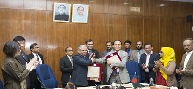 Signing of the Project Agreement by Mr. Md. Abdul Karim, Managing Director, PKSF & Mr. Manmohan Parkash, Country Director of the Asian Development Bank in the presence of Mr. Monowar Ahmed, Secretary, ERD & Mr. Md. Fazlul Kader, Deputy Managing Director of PKSF